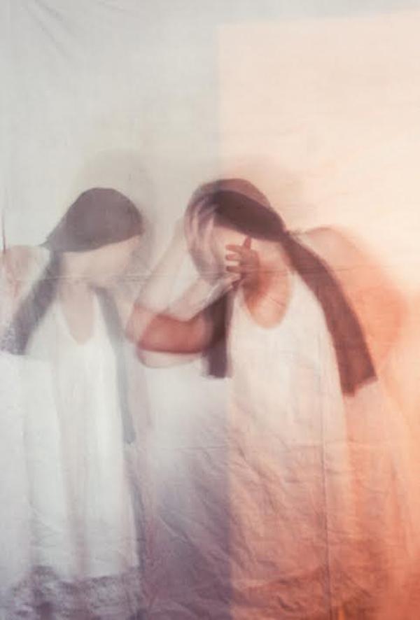 Фотохудожниця навчить обіймати себе