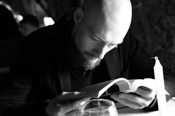 Куратор Александр Сушинский расскажет почему сегодня возможно мистифицировать всё