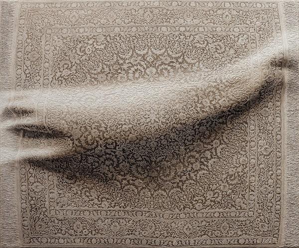 Іспанський художник сховав щось під килимом