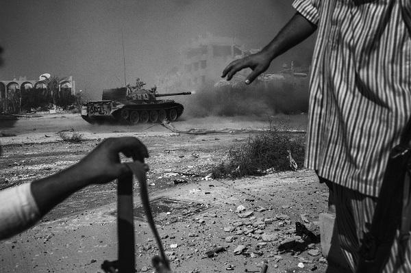 Зустріч з воєнними фотографами Ману Брабо і Нікласом Мельтіо пройде в Києві