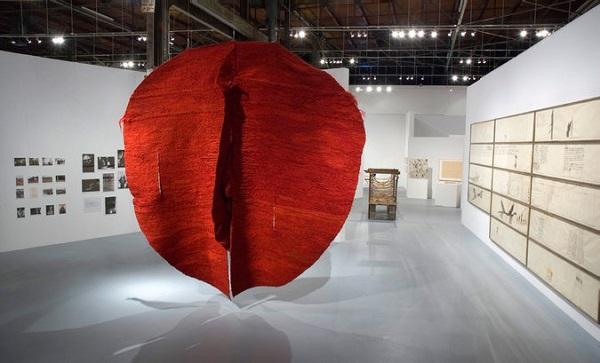 У Closer розкажуть про польську скульпторку Маґдалену Абаканович