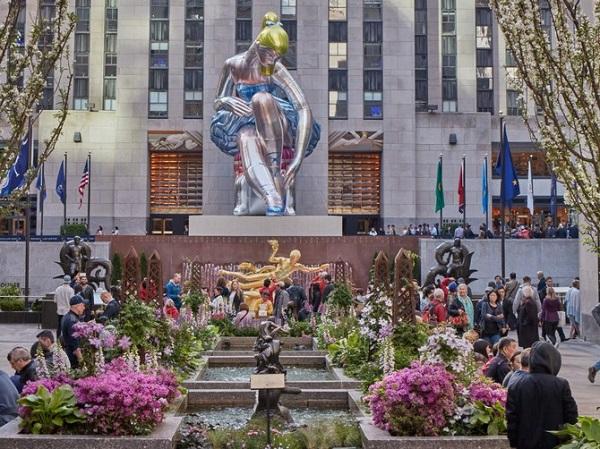 У Нью-Йорку постала 14-метрова скульптура Джеффа Кунса
