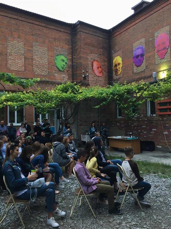 «Життя скрізь»: кейс із децентралізації культури в Україні