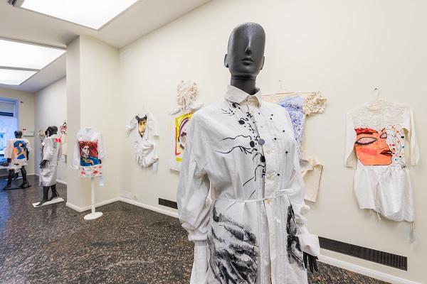 Dymchuk Gallery покаже серію суконь, розписаних мисткинями
