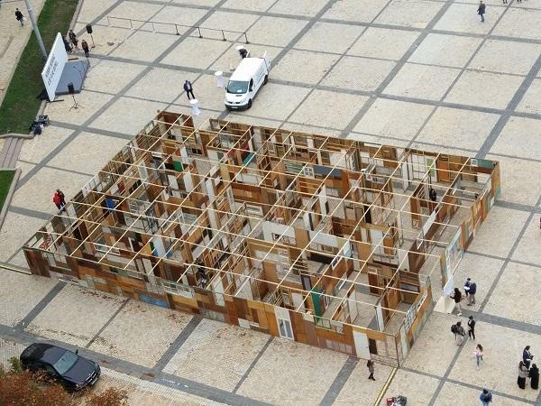 Дар'я Кольцова збудувала лабіринт зниклих безвісти в центрі Києва