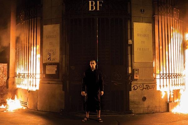 Перформер Пьотр Павленський підпалив банк у Франції