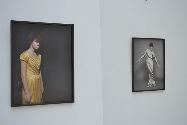 Фотопортрети відомих французьких актрис представили на виставці в Києві