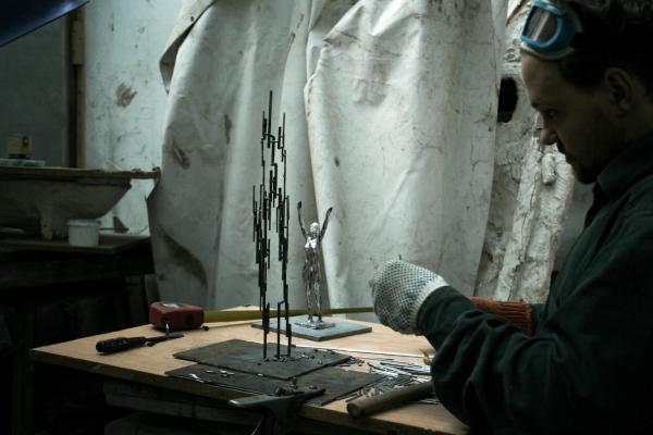 Скульптура братів Зігура в оновленому SKYBAR