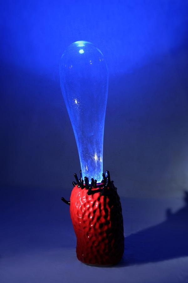 """Нова виставка пропонує """"зануритися"""" у світ кераміки та гутного скла"""