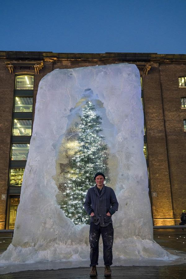 """У Лондоні встановили незвичну """"різдвяну"""" ялинку"""